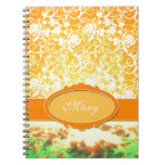 Flores y cielo femeninos anaranjados conocidos de  cuadernos