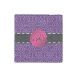 Flores y círculos retros púrpuras del monograma imán de piedra