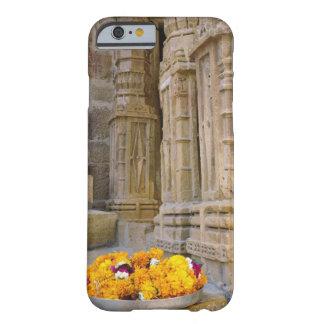 Flores y columnas, fuerte de Jaisalmer, Jaisalmer, Funda De iPhone 6 Barely There