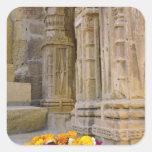 Flores y columnas, fuerte de Jaisalmer, Jaisalmer, Pegatina Cuadrada