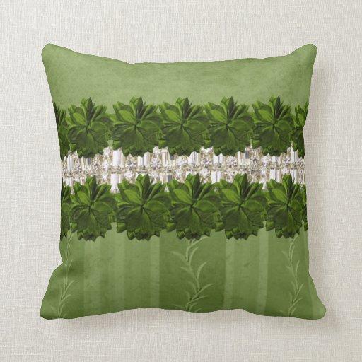 Flores y diamantes artificiales verdes que hacen j almohadas