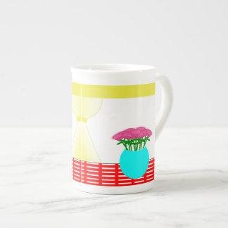 Flores y diseño de la ventana en la taza de la esp taza de porcelana
