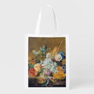 Flores y fruta bolsa para la compra
