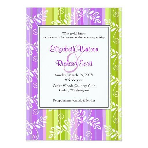 Flores y invitación púrpuras verdes del boda de la