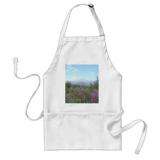 Flores y la montaña delantal