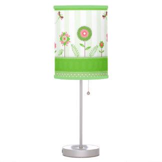 Flores y mariposa coloridas lindas del dibujo anim lámpara de mesilla de noche