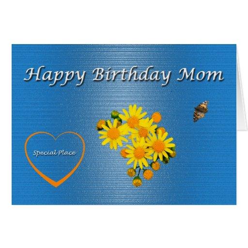 Flores y mariposa de la mamá del feliz cumpleaños felicitaciones
