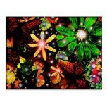 Flores y mariposas coloridas postales
