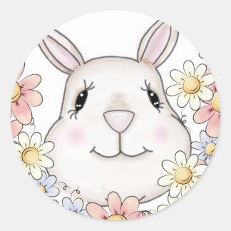 Flores y mariposas lindas del conejo de conejito pegatina redonda