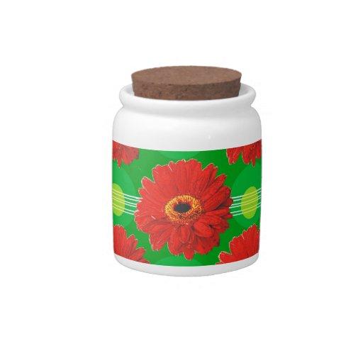 Flores y modelo de lunares rojos en verde jarras para caramelos