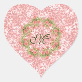 Flores y monograma rosados bonitos de la guirnalda pegatina en forma de corazón