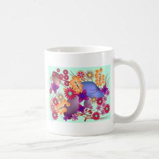 Flores y piedras coloridas del verano taza de café