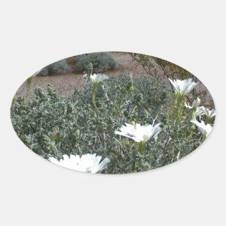 Flores y Sagebrush salvajes del desierto Pegatina De Óval