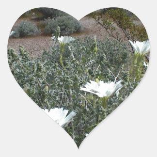 Flores y Sagebrush salvajes del desierto Pegatina De Corazon Personalizadas