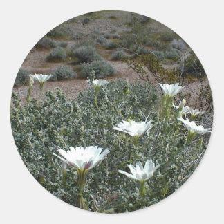 Flores y Sagebrush salvajes del desierto Etiqueta Redonda