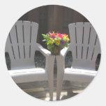 Flores y sillas de Adirondack Etiquetas Redondas