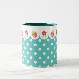Flores y taza de las fresas