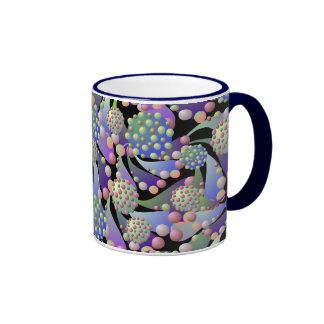 Flores y taza extranjeros del campanero de las esp