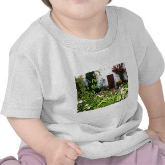 Florezca el jardín llenado en Chania Creta, Grecia Camiseta