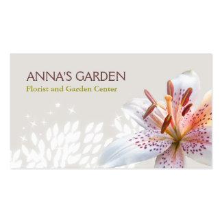 Florista del lirio tigrado y tienda blancos elegan plantilla de tarjeta personal