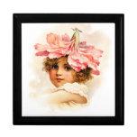 Florista en rosa caja de regalo