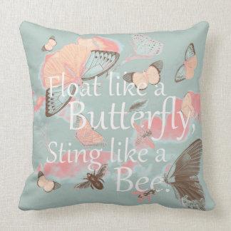 Flotador como una mariposa cojín decorativo