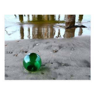 Flotador de cristal debajo del embarcadero tarjeta postal