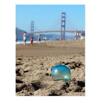 Flotador de cristal en la playa del panadero tarjeta postal