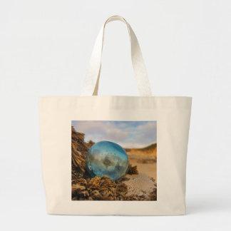 Flotador de cristal en la repisa bolsa