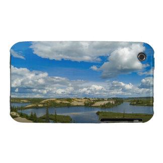 Flotador de las nubes de cúmulo sobre los lagos d iPhone 3 Case-Mate cobertura