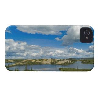 Flotador de las nubes de cúmulo sobre los lagos, iPhone 4 coberturas