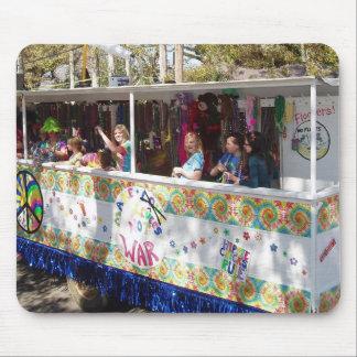Flotador del Hippie del carnaval Alfombrillas De Ratón