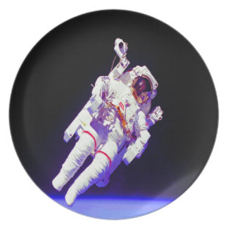 flotador en astronauta de la libertad plato de comida