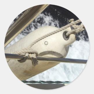 Flotador en un barco en los pegatinas del mar