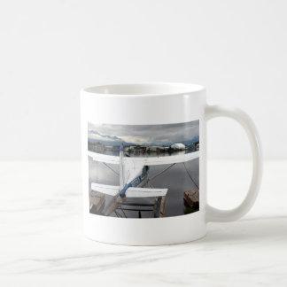 Flote el avión, capilla del lago, Anchorage, Taza Clásica