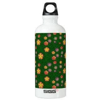 Flower pattern on green grass aluminum water bottle