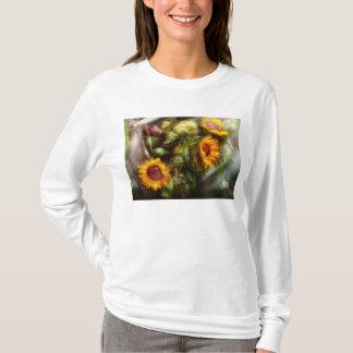 Flower - Sunflower - Gardeners toolbox T-Shirt