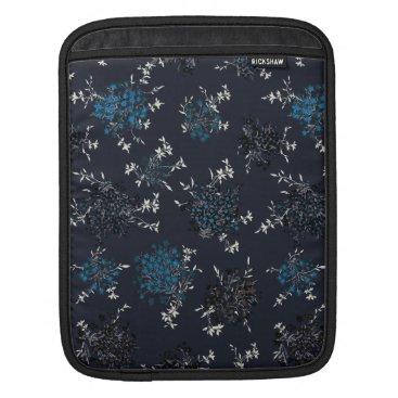 FLOWERS IN BLUE iPad SLEEVE