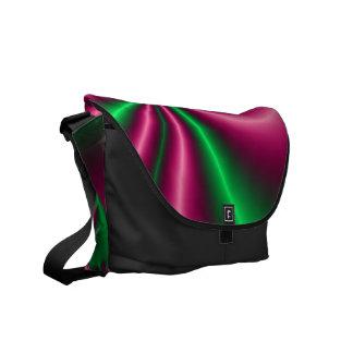 Flujo floral del rosa y del verde bolsa de mensajería