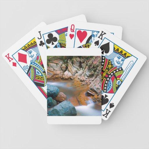 Flujo rocoso fuerte del río del agua baraja cartas de poker