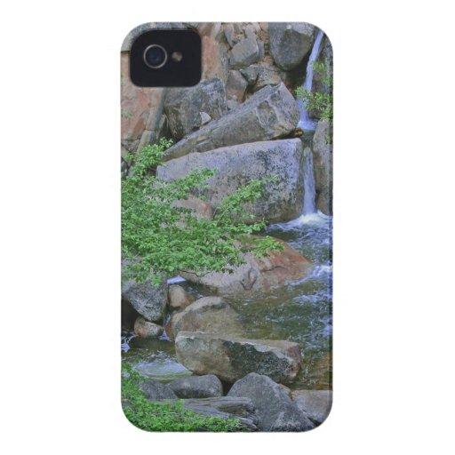 Flujos rocosos del desierto del agua iPhone 4 cobertura