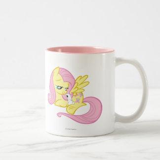 Fluttershy y ángel taza de café de dos colores