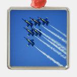 Flyby de los ángeles azules durante la semana 2 de adorno navideño cuadrado de metal