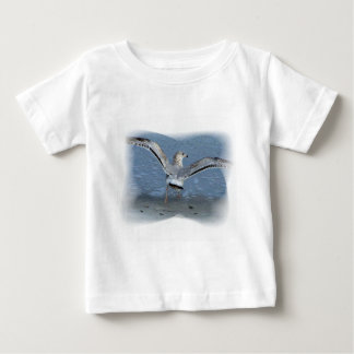 Flying seagull posterized t-shirt