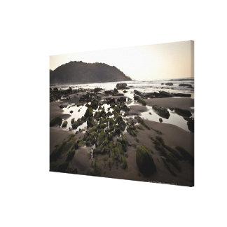 Flysch en la costa de Deba, Guipuzcoa, vasco Impresión En Tela