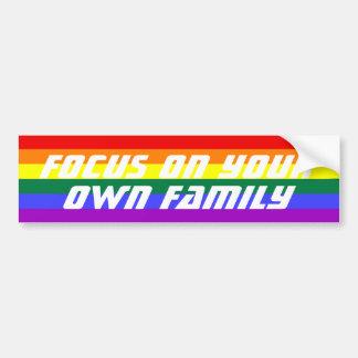 Foco en su propia bandera del arco iris de la fami pegatina de parachoque