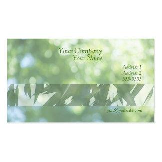 foco suave de la naturaleza verde con la tarjeta d tarjetas de visita