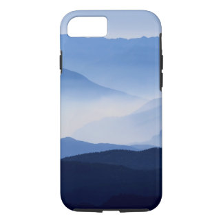 Fog covered mountain silhouettes iPhone 8/7 case