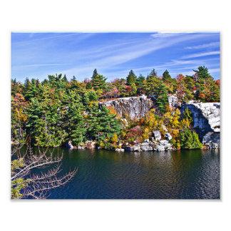 Follaje de otoño alrededor del lago Minnewaska Cojinete