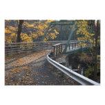 Follaje de otoño y un puente sobre los molineros arte fotográfico